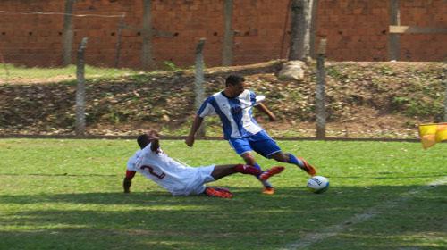 Grêmio goleia na estreia do campeonato principal